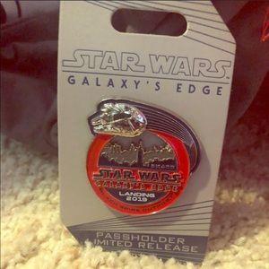 Star Wars Galaxy's Edge 2019 Passholder Pin